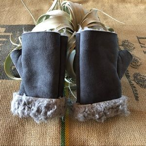Urban Outfitters Fingerless Mittens